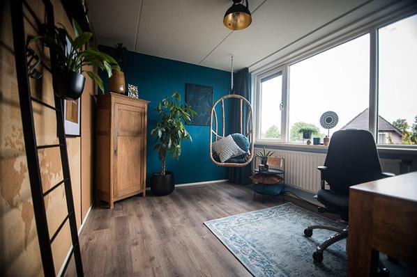 Thuiswerkplek ingericht volgens Jennifer Colajezzi's haar #instagrammable office richtlijnen.