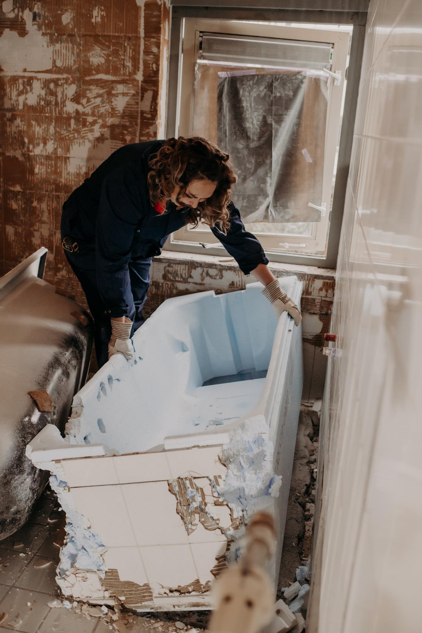 Jennifer Colajezzi sloopwerkzaamheden badkamer rennovatie en verbouwing